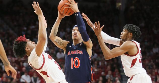 Highlights of Auburn's 79-76 Win Over Arkansas